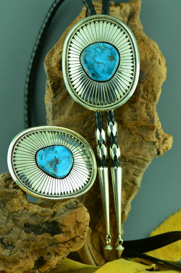 Navajo – Exquisite Sterling Silver Natural Kingman Turquoise Buckle and Bolo Tie with Sterling Silver Tips by Will Denetdale  (Private Collection)