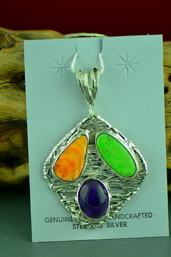 Cherokee – Sterling Silver Spiny Oyster Shell, Gaspeite and Amethyst Pendant by Mel Kales