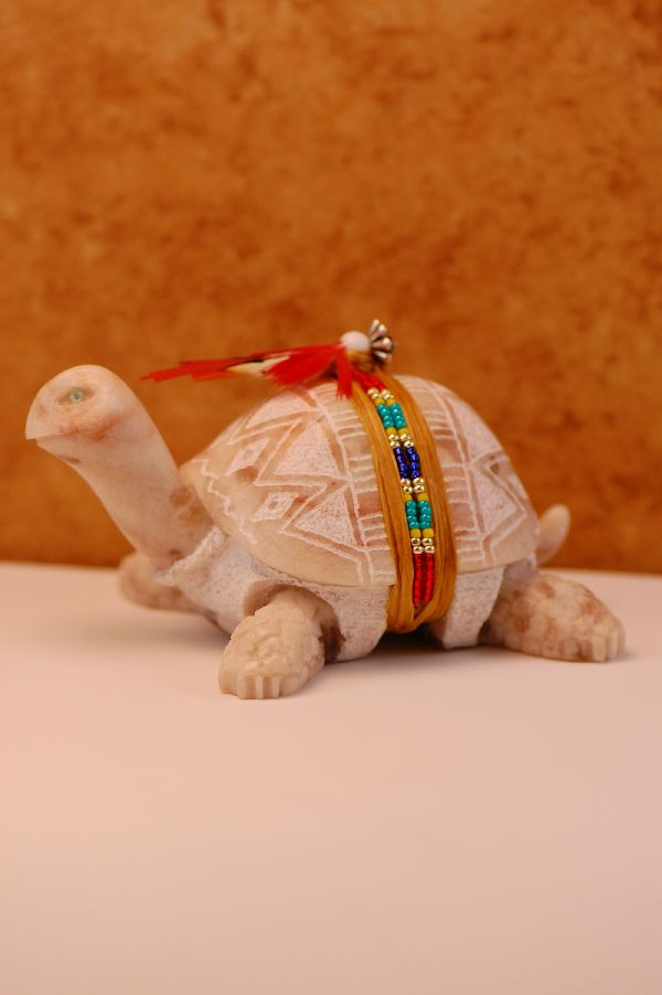 Navajo � Hand Carved New Mexico Alabaster Turtle Fetish by Harold Davidson