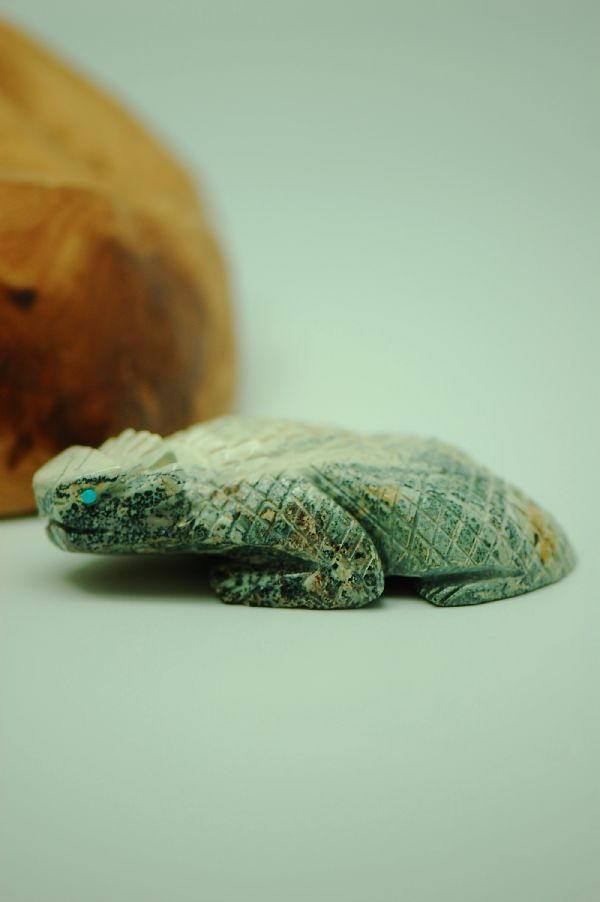 Zuni – Hand Carved Serpentine Horny Toad Fetish by Michael Laveka