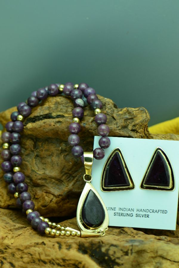 Navajo – Exquisite High Grade Sugilite 14KT Gold Necklace and Earrings by Sampson Gray  (Private Collection)
