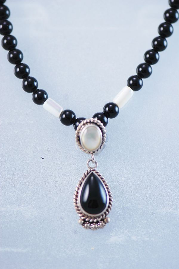 Les Baker - Beautiful Black Onyx and Mother of Pearl Necklace and Earring Set