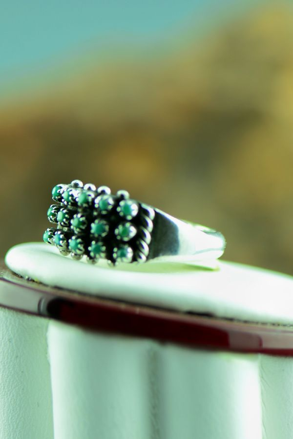 Zuni – Sterling Silver Petite Point Turquoise Ring Size 6