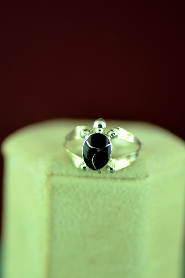 Zuni – Sterling Silver Inlaid Black Onyx Turtle Ring Size 5 1/4