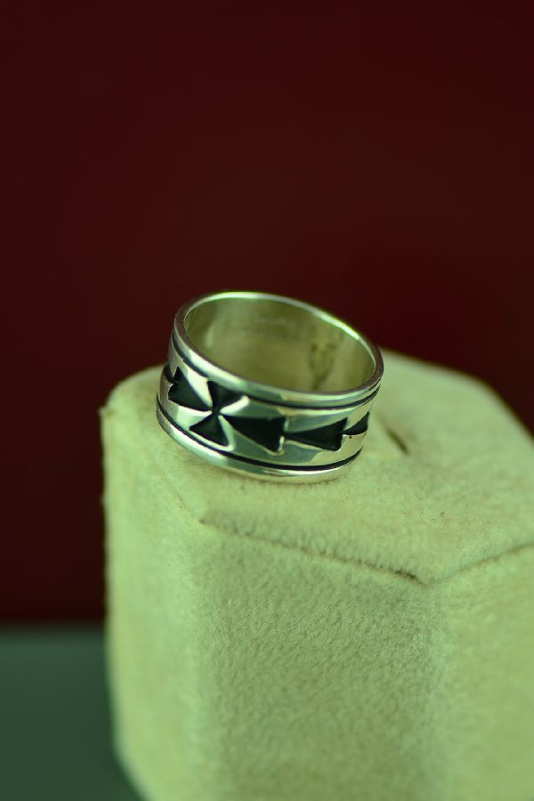 Navajo Sterling Silver Arrow Symbol Ring by Tommy and Rosita Singer Size 7 1/2