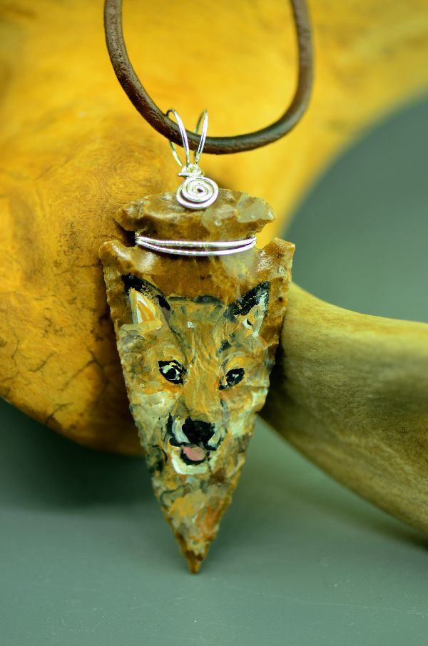 "Delaware – Hand Knapped/Painted Wolf Arrowhead Pendant by Pat Discher and Christine ""Arrow Shooting Morning Star"" Stiefel"