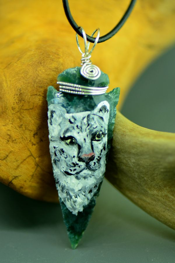 "Delaware – Hand Knapped/Painted Snow Leopard Arrowhead Pendant by Pat Discher and Christine ""Arrow Shooting Morning Star"" Stiefel"
