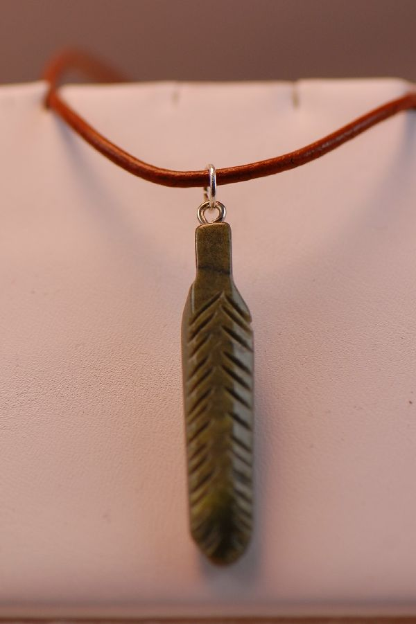 Navajo – Hand Carved Salt River Canyon Serpentine Feather Pendant by DuWayne Turpen