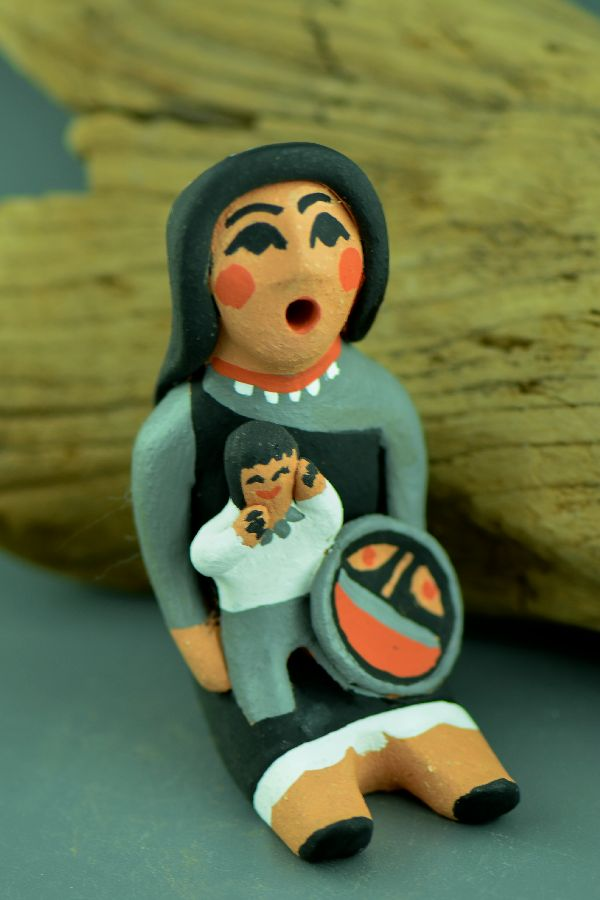 Jemez � Storyteller Doll Pottery with One Child by Edwina Tortalita